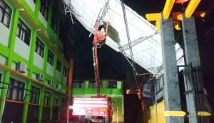 Hujan Deras Disertai Angin, Atap SMPN 22 Bandarlampung Ambruk