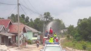 Jalan Kampung Di Denteteladas Disemprot Disinfektan