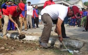 Bupati Lamteng Gotong Royong Bersama Masyarakat Jatidatar