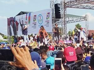 Deklarasi Pujo Tuba, Lapangan Tunggulwarga Menggema