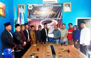 Majelis Dzikir Muzakkarrah An-Nashar Berkunjung Ke PWI Tulangbawang