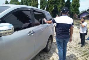 Mobil Bendahara DPRD Tulangbawang Kena Pecah Kaca