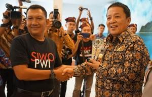 Gubernur Arinal Terima Penghargaan SIWO-PWI Lampung