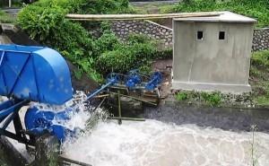 Listrik Warga Batuapi Andalkan Kincir Air