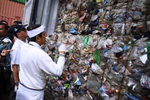 Sampah Impor, Azis Minta Penegak Hukum Tegas