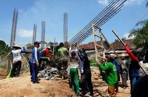 KH Imam Zuhdi Menandai Pembangunan Kantor NU Sekampung