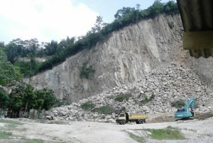 Oknum Pejabat Diduga Dalangi Penggerusan Bukit Di Pringsewu