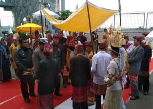 Tokoh Adat Lampung Siap Menyambut Arinal - Nunik Di Bandara Radin Inten II