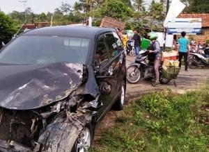 Mobil Kabiro Harianmomentum Kecelakaan Di Pesawaran