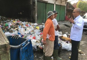 Sidak Ke Pasar Kotaagung, Sekda Akan Evaluasi Kinerja Aparat Pemkab