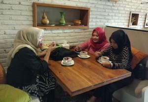 Makan Di Cafe Delove Bisa Karaoke Gratis Satu Jam