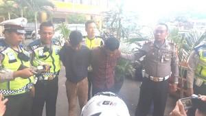 Dua Tersangka Pencuri Motor Ditangkap Di Persimpangan Lampu Merah