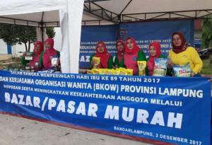 Sambut Hari Ibu, BKOW Lampung Gelar Pasar Murah
