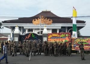 Ratusan Personel Pol PP Siaga Di Mahan Agung