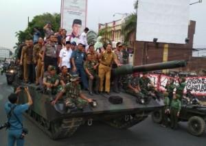 Gubernur Dan Walikota Konvoi Naik Tank Leopard