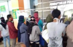 Bahaya..! Pengunjung RSUD Ahmad Yani Tidak Menjaga Jarak