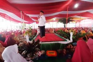Ribuan Warga Penuhi Halaman Rumah Mukhlis Di Kebuntebu