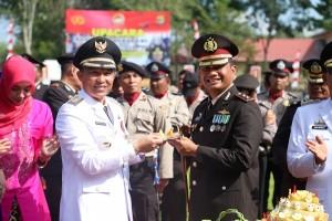 HUT Ke-73 Bhayangkara, Dua Polisi Dapat Hadiah Umroh Dari Parosil