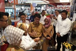 Sidak Ke MBK Dan Transmart, Ditemukan Ratusan Kue Kedaluwarsa