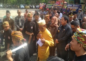 Sertijab Plt Bupati Lamtim, Gubernur Dan Wagub Lampung Disambut Adat Lampung