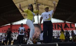 Jalan Sehat Arinal, Dewi Perssik Siap Goyang Talangpadang