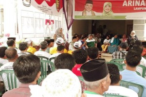 Disambangi Riana Sari, Warga Lamteng Minta Arinal-Nunik Meratakan Pembangunan