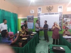 PTPN VII Padangratu Serahkan Dana Kemitraan