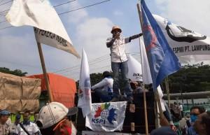 Buruh Lamsel Demo Tolak PHK Di Tiga Perusahaan