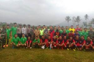 13 Tim Mengikuti Pertandingan Sepak Bola Antarpekon