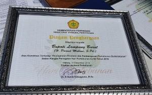 Bupati Lampung Barat Dapat Penghargaan Dari Dirjen Perkebunan