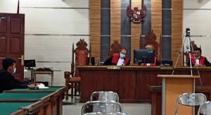 Terdakwa Dirawat Di RSUAM, Hakim Tunda Sidang Korupsi Eks Kadiskes Lampura