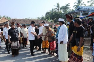Umat Hindu Balishadar Gelar Upacara Ngaben Massal