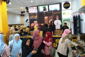 Lampung Banana Foster Resmikan Gerai Keenam
