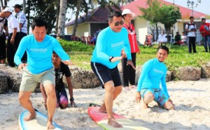 Jajal Surfing Di Pesibar, Ini Kata Kapolda Lampung