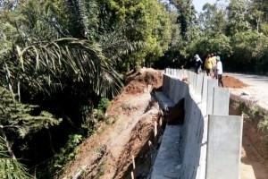 Pembangunan Tanggul Di Jalinbar Tahap Penimbunan Material