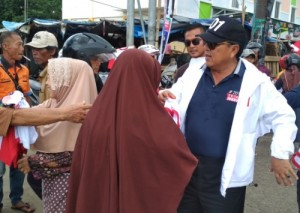 Parade Budaya Di Metro, Pujo Lampung Bagikan Atribut Kampanye