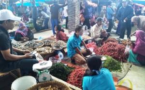 Harga Cabai Di Pasar Sebelat Lambar Melonjak