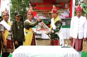 Bupati Pringsewu Tutup Karya Bakti TNI Di Pekon Selapan
