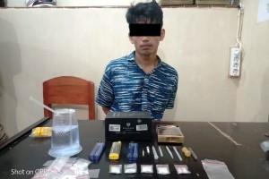 Pembuat Bingkai Jual Sabu, Ditangkap Polisi Di Pinggir Jalan